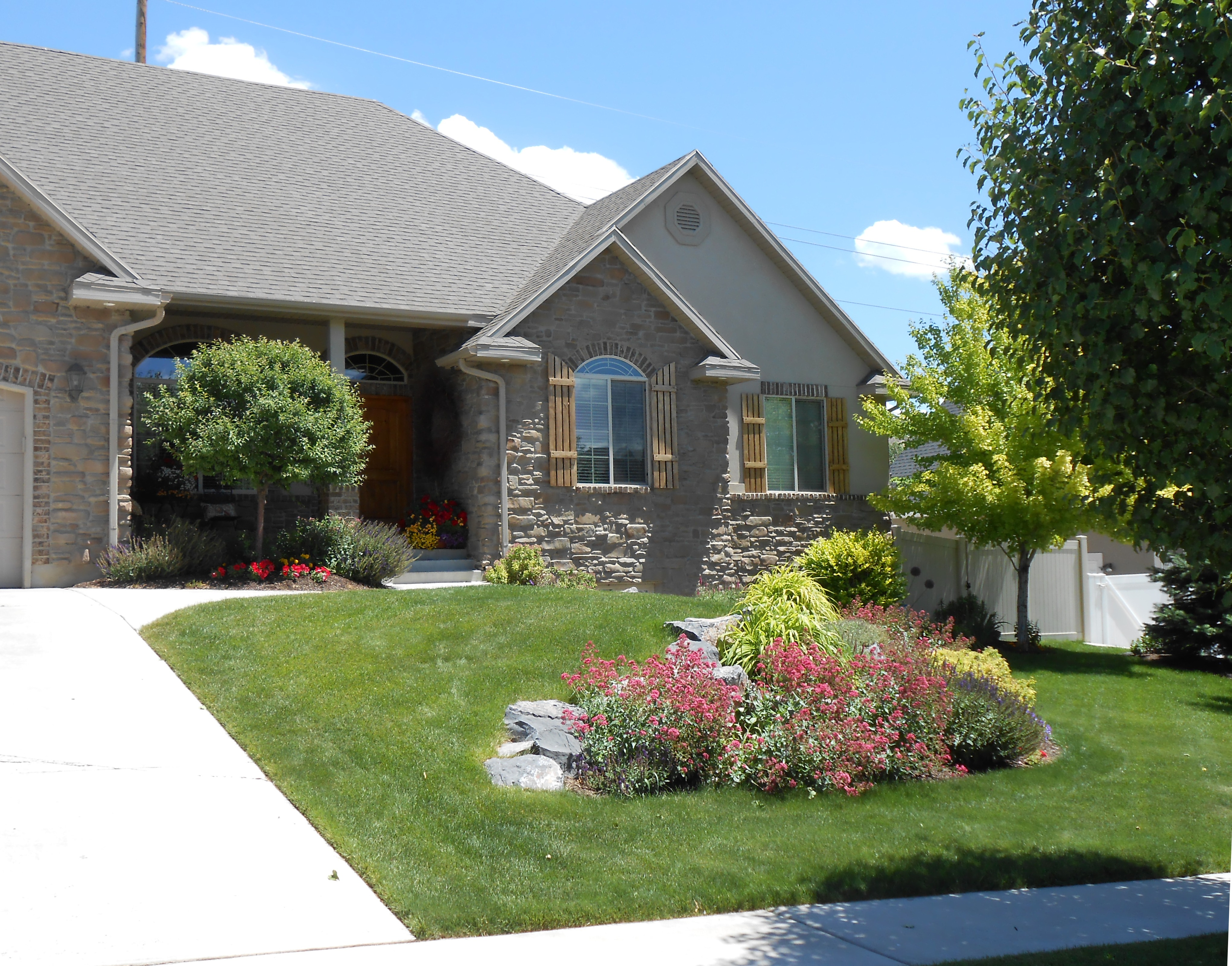 The Kofford Family - Yard of the Month - June 2013