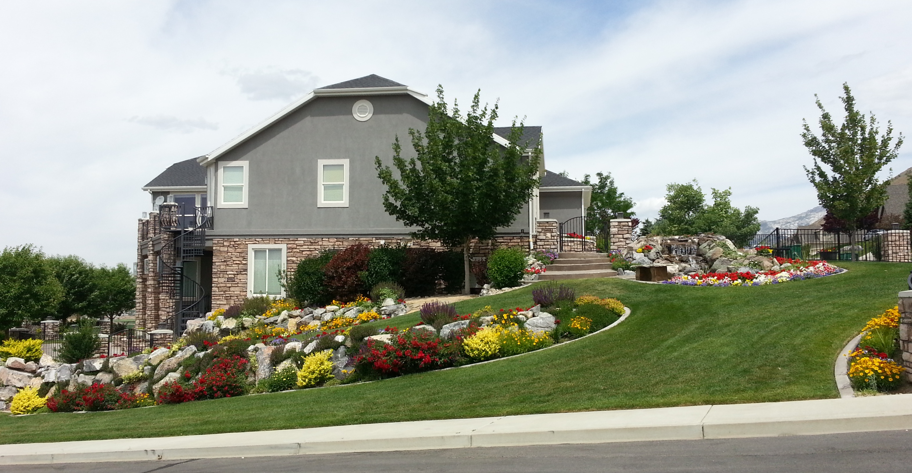 Bobbie Weber - Yard of the Month - June 2013